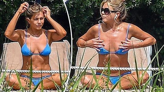 Jennifer vypadá v bikinách jako bohyně.