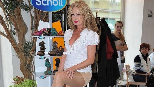 Světlana Nálepková na módní přehlídce módní zdravotní obuvi.