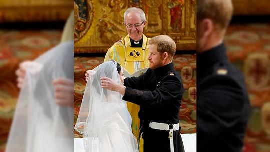 Svatba Harryho a Meghan na hradě Windsor. Oddával je Justin Welby, arcibiskup z Canterbury.