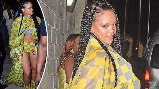 Rihanna se ráda odhaluje.