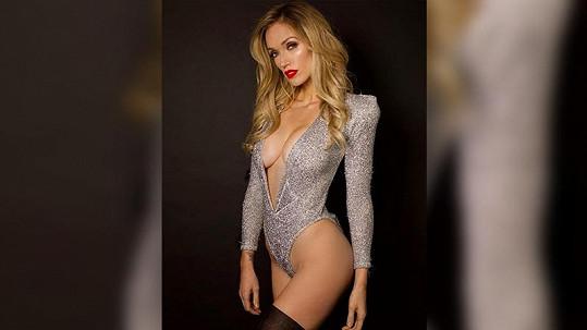 Modelka předvedla svou sexy postavu.
