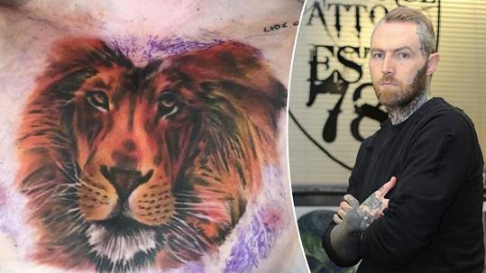 Tatér Eda Sheerana je pod palbou kritiky.