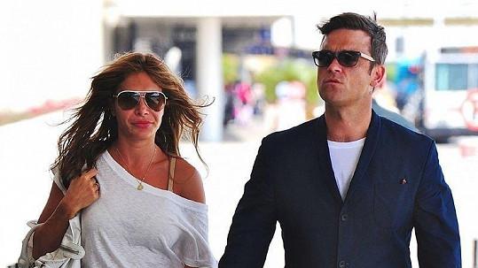 Robbie Williams se svou manželkou Aydou Fieldovou.