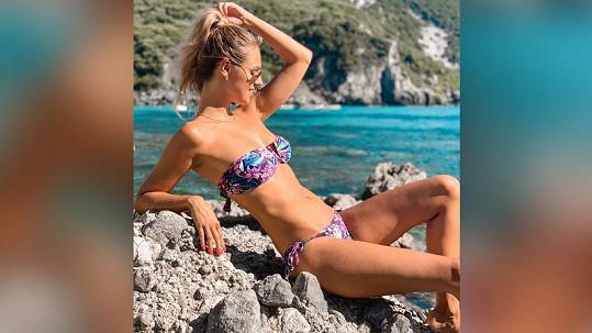 Lucie Kovandová si užívá na dovolené.