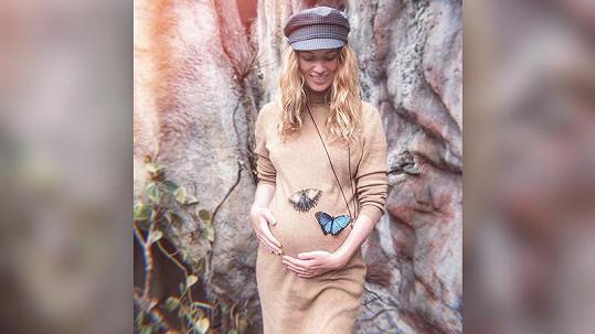 Nikol Moravcová si těhotenství užívá plnými doušky.