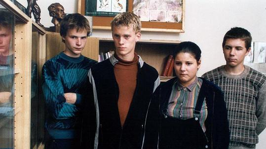 Kryštof Hádek (vlevo) ve filmu Ze života pubescentky, vedle něj mladý Jakub Prachař