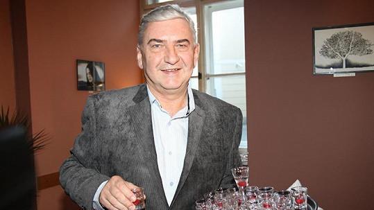 Miroslav Donutil se během oslav nikterak nešetřil.