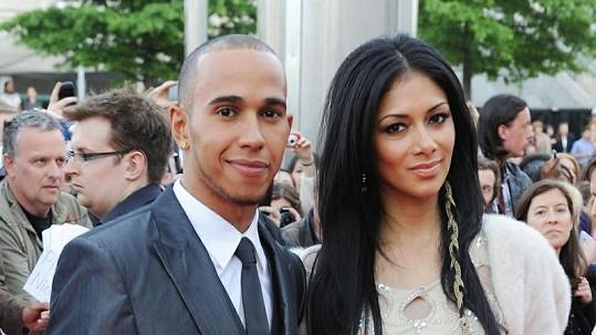Nicole a Lewis plánují svatbu.