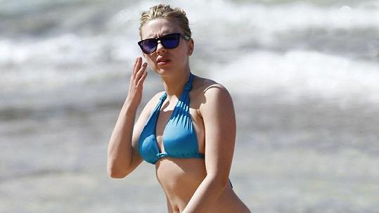 Scarlett Johansson rozhodně nepatří mezi herečky, které řeší svou postavu.
