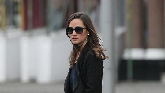 Pippa Middleton na cestě do práce.