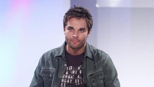 Martin Zach opět v roli manekýna.