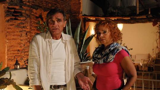 Kamila Magálová se svým hereckým kolegou Oldřichem Kaiserem.
