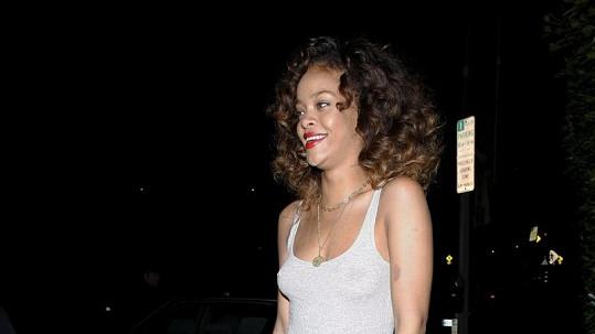 Rihanna ukázala víc, než bylo třeba.