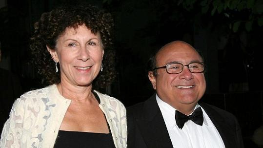 Danny DeVito a Rhea Perlman chtějí zachránit svůj dlouholetý svazek.