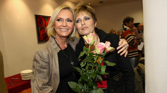 Helena Vondráčková a Olina Matušková.