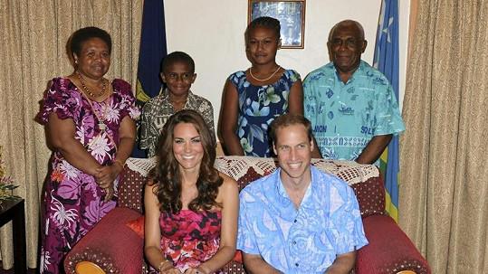 Kate Middleton a Princ William oblékli méně formální oděv.