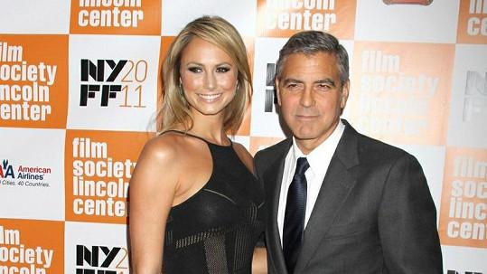 Krásná Stacy s charismatickým Georgem tvoří harmonický pár.