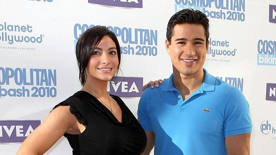 Mario Lopez s Courtney Mazzou.