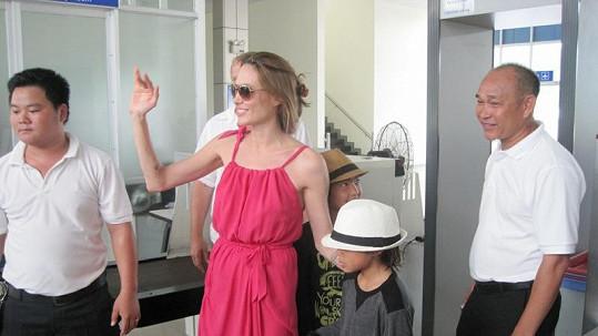 Angelina Jolie se ztrácí před očima.