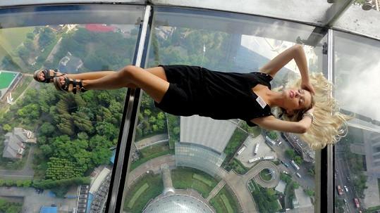 Linda Bartošová překonala strach z výšek.