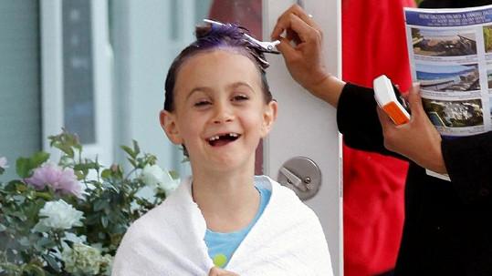 Malá Coco Arquette čeká na výsledek.