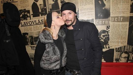 Matuš s partnerkou Nikolou.
