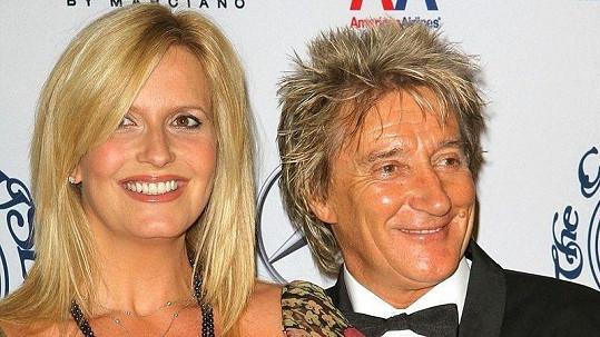 Rod Stewart se svou manželkou Penny Lancasterovou přivítali do rodiny dalšího syna.