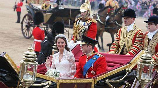 Nicholas van Cutsem doprovázel kočár s královskými novomanžely (za Williamem s šavlí).