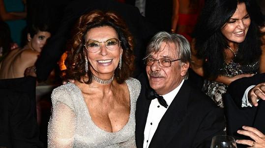 Sophia Loren a režisér Giancarlo Giannini.