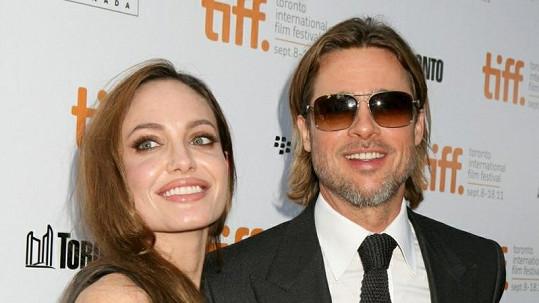 Brad Pitt a Angelina Jolie údajně čekají sedmého potomka.