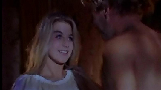 Sabina Laurinová v jediné scéně, kdy je ještě oblečená.