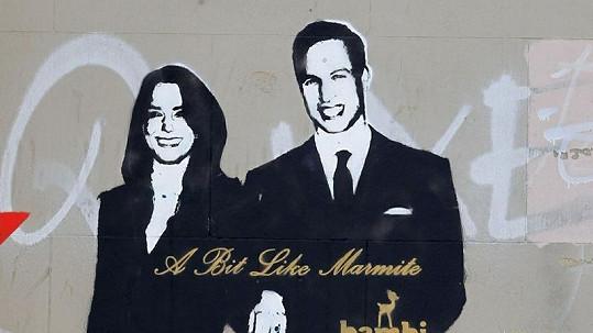 Královský pár na zdi domu v Londýně.
