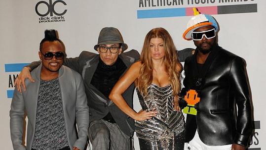 Skupina Black Eyed Peas vytváří taneční hru.