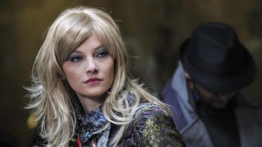Prostitutku Žanetu si zahrála známá česká zpěvačka zpívající francouzsky.