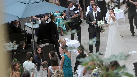 Alena Šeredová, Gigi Buffon a svatební hosté v hotelu Kempinski.