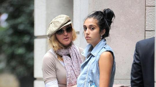Madonna se zlobí na svou dceru Lourdes Leon kvůli kouření.