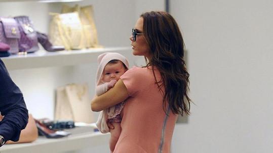 Stráví malá Harper kus dětství chozením po obchodech se svou matkou?