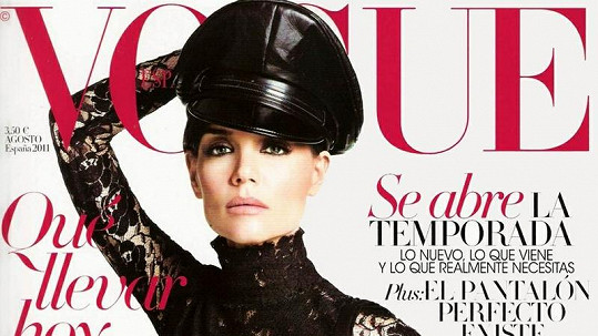 Svůdná Katie Holmes na obálce španělského Vogue.