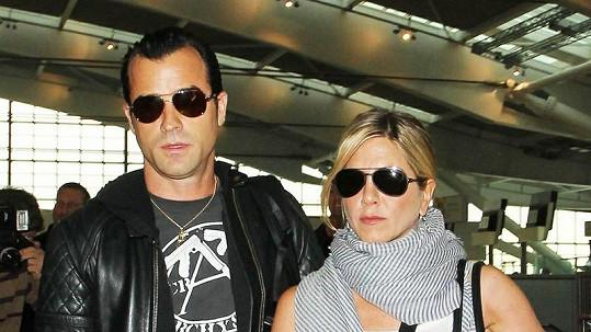Jennifer Aniston a její přítel Justin Theroux.