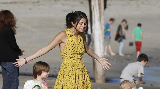 Selena Gomez s Justinovými mladšími sourozenci na pláži v Malibu.