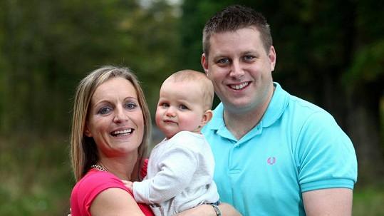 Manželé Kate a Barry s jejich desetiměsíční Jessicou.