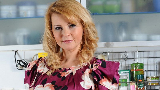 Iveta Bartošová se snaží národu vymluvit, že by byla alkoholička. Bohužel marně.