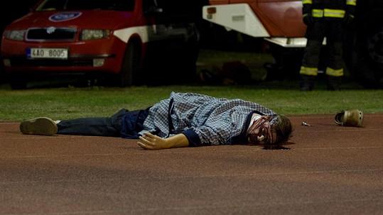 David Matásek v seriálu spáchá sebevraždu.