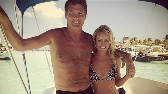 David Hasselhoff s přítelkyní na dovolené v Mexiku.