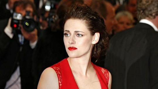 Dáma v červeném aneb Kristen Stewart v neodolatelné róbě.