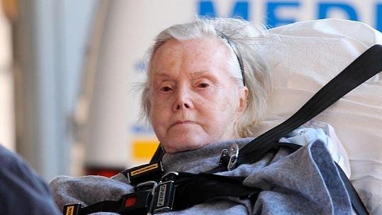 Zsa Zsa Gaborová je po amputaci nohy připoutána na lůžko.