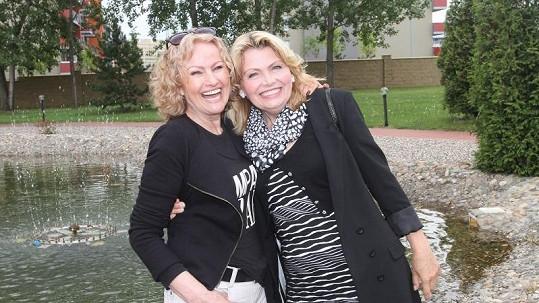 Obě dámy vypadají skvěle.