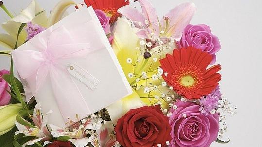 Američanka dostala pugét květin s poděkováním od zloděje, který jí z platební karty ukradl peníze