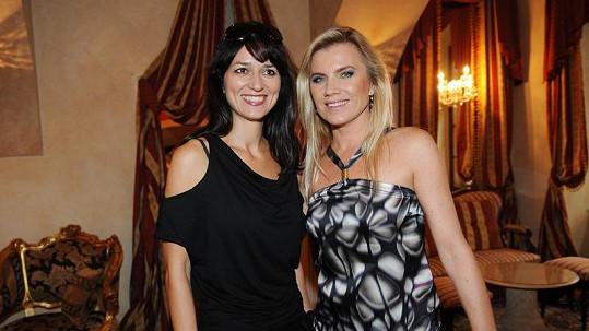 Adéla Gondíková a Leona Machálková