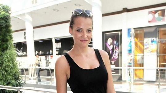 Kateřina Sokolová se může chlubit krásnou tváří a postavou.
